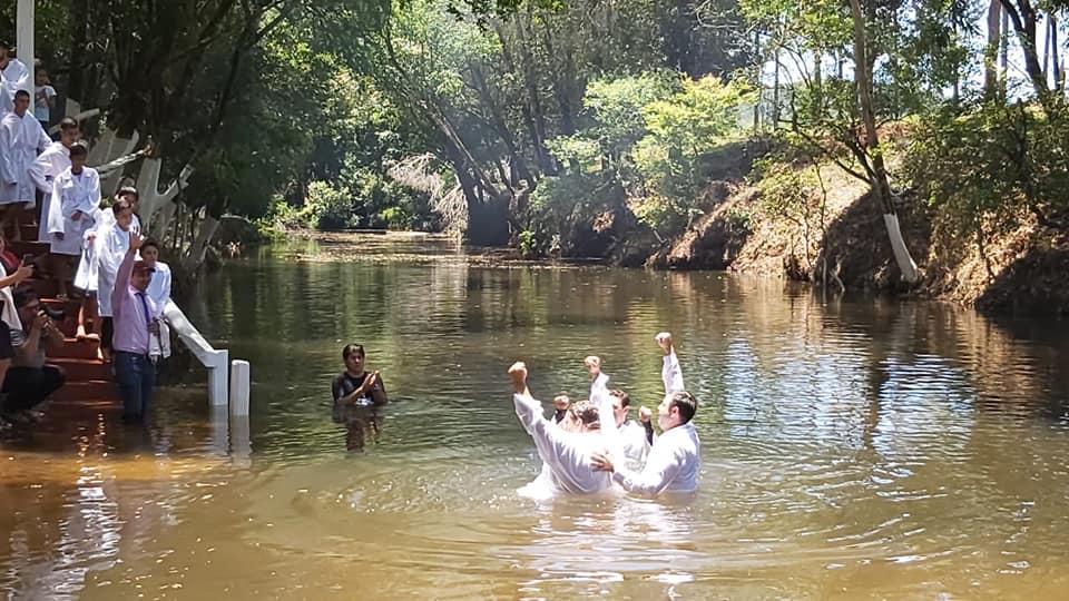 Jorge Ratoski se encamina en la senda cristiana y ahora recibió el bautismo