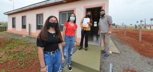 El Gobernador de Misiones entregó 50 nuevas viviendas a familias de Itaembé Guazú