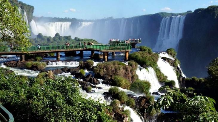 イグアズの観光の再活性化