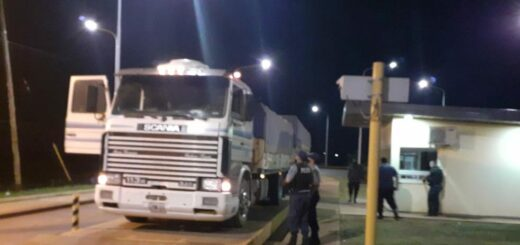 Interceptaron dos camiones sojeros que intentaron ingresar a Misiones por un paso clandestino