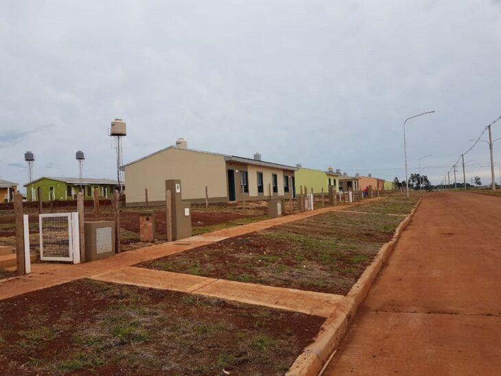 Se entregan 236 viviendas nuevas del IPRODHA en Itaembé Guazú