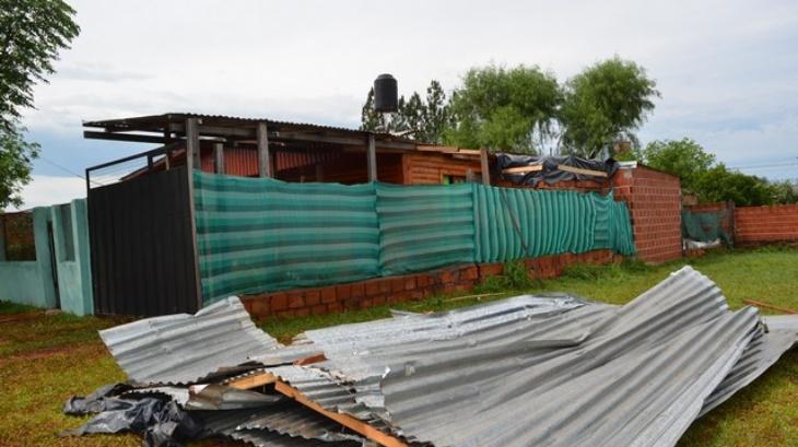 Apóstoles: un mini tornado provocó destrozos y voladuras de techos de viviendas