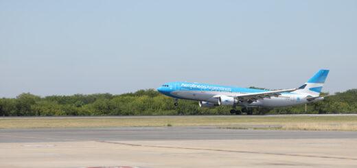 Coronavirus: llegó al país el avión de Aerolíneas Argentinas con las 300 mil dosis de la vacuna rusa Sputnik V
