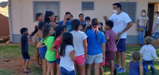 Inmobiliaria Fenix cerró el año regalando juguetes a los niños del barrio Sol de Misiones en Posadas