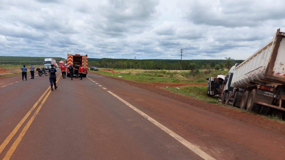 2人がトラックの衝突に巻き込まれた