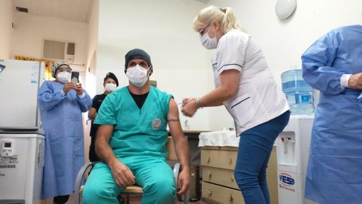 Coronavirus en Misiones: se aplicó la primera dosis de la Sputnik V al personal de la UTI del hospital de Fátima de Posadas