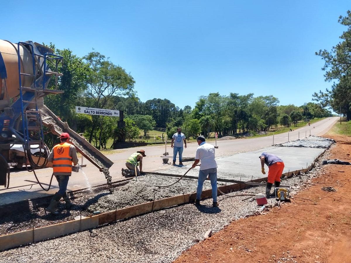 Paradas Seguras: Vialidad de Misiones comenzó a construir dársenas en la Ruta Provincial 103