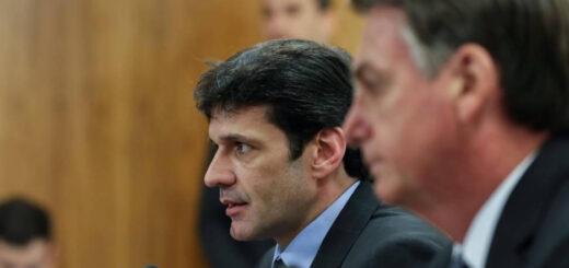 Bolsonaro destituyó al ministro de Turismo en medio de discordias de gabinete