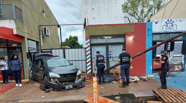 Posadas: un joven menor de edad le robó el auto a su padre, chocó y escapó