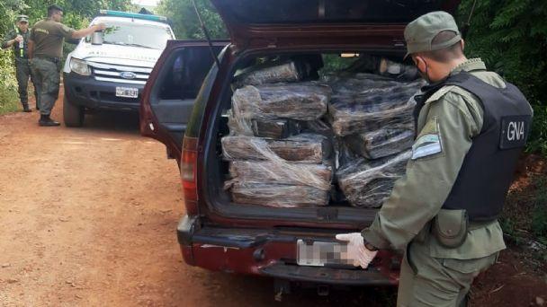Secuestran una camioneta abandonada con 600 kilos de marihuana en su  interior - MisionesOnline