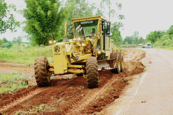 Vialidad de Misiones ejecuta el mantenimiento de 270 kilómetros de banquinas