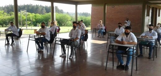 """""""El 92% de los estudiantes estuvo en contacto con la escuela"""", afirmó Miguel Sedoff, ministro de Educación"""