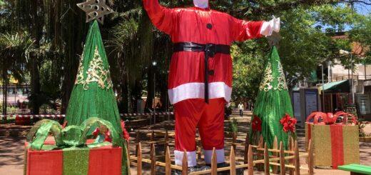 """Eldorado: la EPET N° 6 se volvió a sumar este año a """"Eldorado Brilla"""" con ángeles y dos Papá Noel"""
