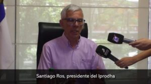 """Santiago Ros adelantó que trabajan en la infraestructura para el ciclo lectivo 2021 y valoró el esfuerzo de la provincia """"porque con recursos propios entregamos casas todos los meses del año"""""""
