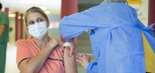 Argentina está en el puesto 7 en un ranking mundial de mayor cantidad de vacunados por millón de habitantes