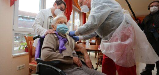 Una mujer de 101 años, en Alemania, fue la primera en inmunizarse como parte del operativo iniciado este domingo en distintos países de la Unión Europea