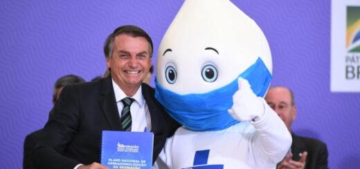 Después de rechazarla, Bolsonaro ahora promueve la vacunación contra el coronavirus