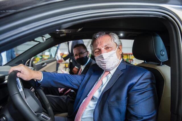 Alberto Fernández visitó una autopartista nacional que fabricará piezas para un nuevo modelo de vehículo