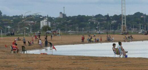 Bajó la temperatura y los posadeños eligieron la playa Costa Sur en la tarde del domingo