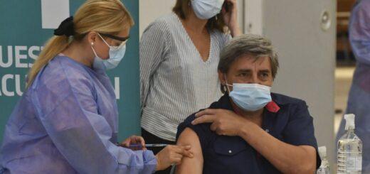 """Vizzotti: """"Se analiza diferir la aplicación de la segunda dosis para vacunar a más gente"""""""