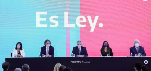 """Alberto Fernández promulgó la ley del aborto: """"Estoy muy feliz de estar poniéndole fin al patriarcado"""""""