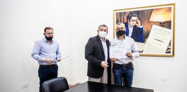 El Gobierno de Misiones y la UNaM entregaron certificados a agentes públicos capacitados en lengua de señas