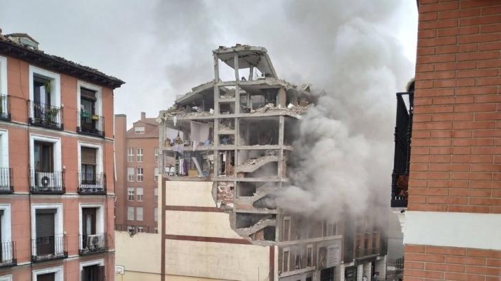 España: una fuerte explosión derrumbó parte de un edificio en el centro de Madrid