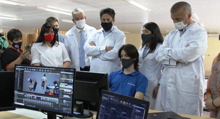 Trotta recorrió la fábrica de NanoSensores IOT en el Polo Tic Misiones