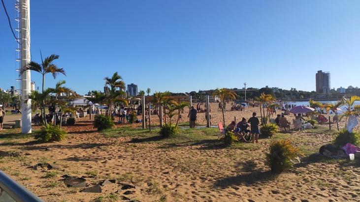 En una espléndida jornada de inicio de año, los posadeños coparon la playa y pasearon por la Costanera