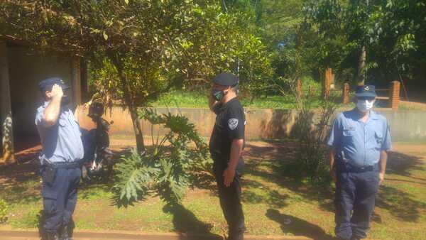 プエルトイグアスのさまざまな警察署の前に新しい見出しが配置されました