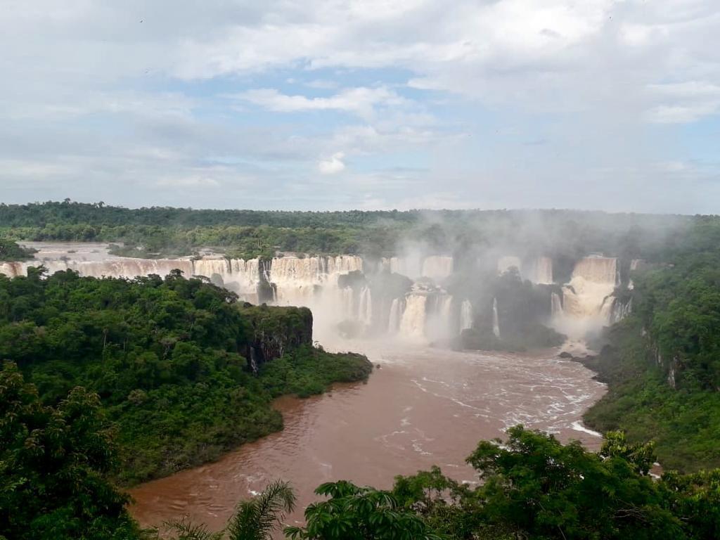 Por las abundantes lluvias, las Cataratas del Iguazú duplicaron su caudal y ofrecen una espectacular postal