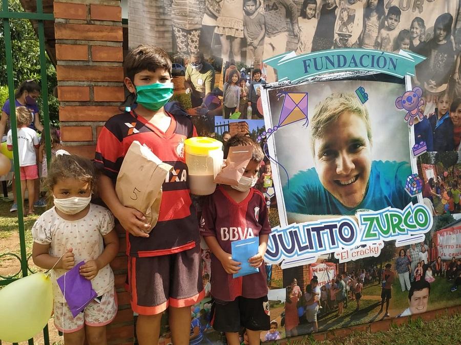 Julitto Zurco falleció en el 2019 y desde entonces su familia lo homenajea sirviendo la merienda a los niños de un comedor en Candelaria