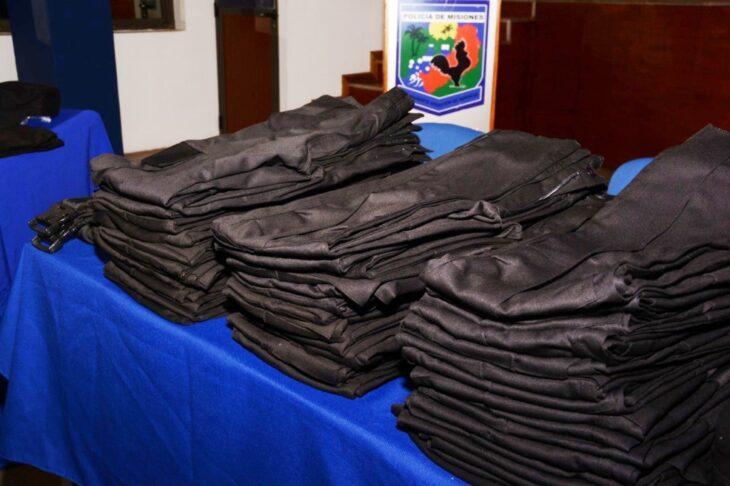 Con una inversión de 94 millones de pesos, el Gobierno provincial adquirió 9 mil uniformes para la Policía de Misiones