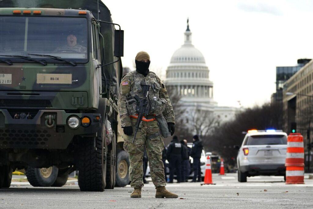 アメリカ:右足で政府のスタートを保証しようとするジョー・バイデンの発足の周りの印象的な展示