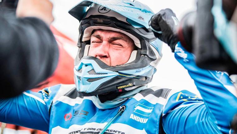 Dos argentinos hicieron historia en el Dakar: Benavides se consagró en motos y Andújar en cuatriciclos