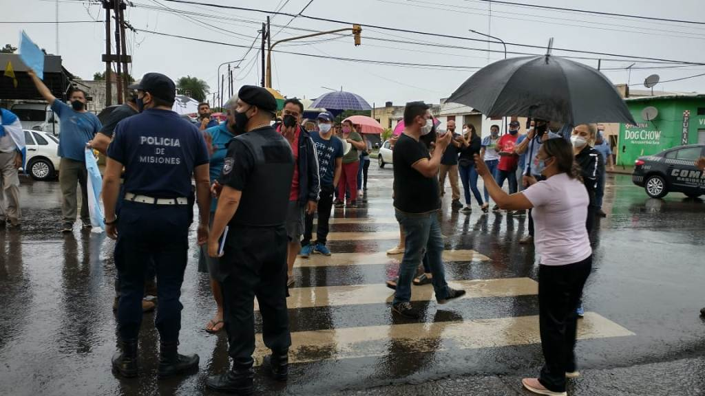Automovilistas protestaron esta mañana en Posadas contra la aplicación de fotomultas a las que consideran ilegales