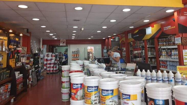 """En pinturerías de Posadas destacan el """"boom"""" en ventas durante la pandemia"""
