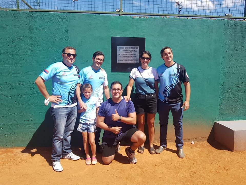 Las canchas de tenis del club San Francisco de Posadas llevan el nombre de Víctor Decamilli