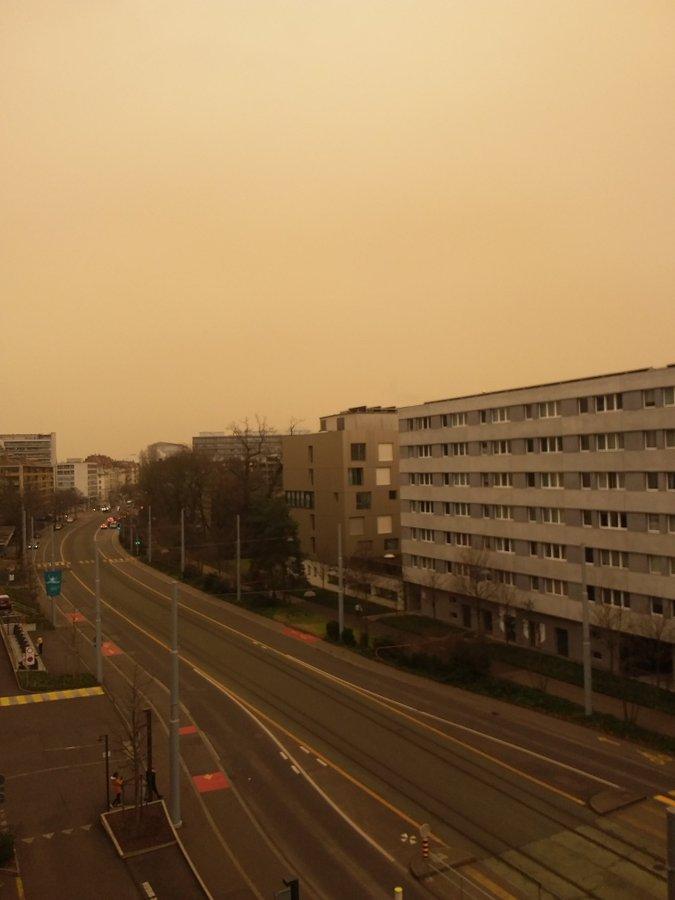 El cielo se tiñó de amarillo en Francia y Suiza debido a una extraña nube de arena proveniente del desierto del Sahara