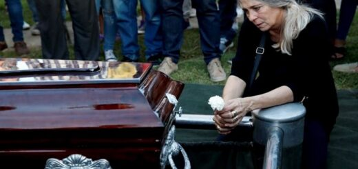 """El dramático testimonio de la mamá de Úrsula: """"Fui al cementerio, puse el oído en el pasto y esperaba que me respondiera"""""""