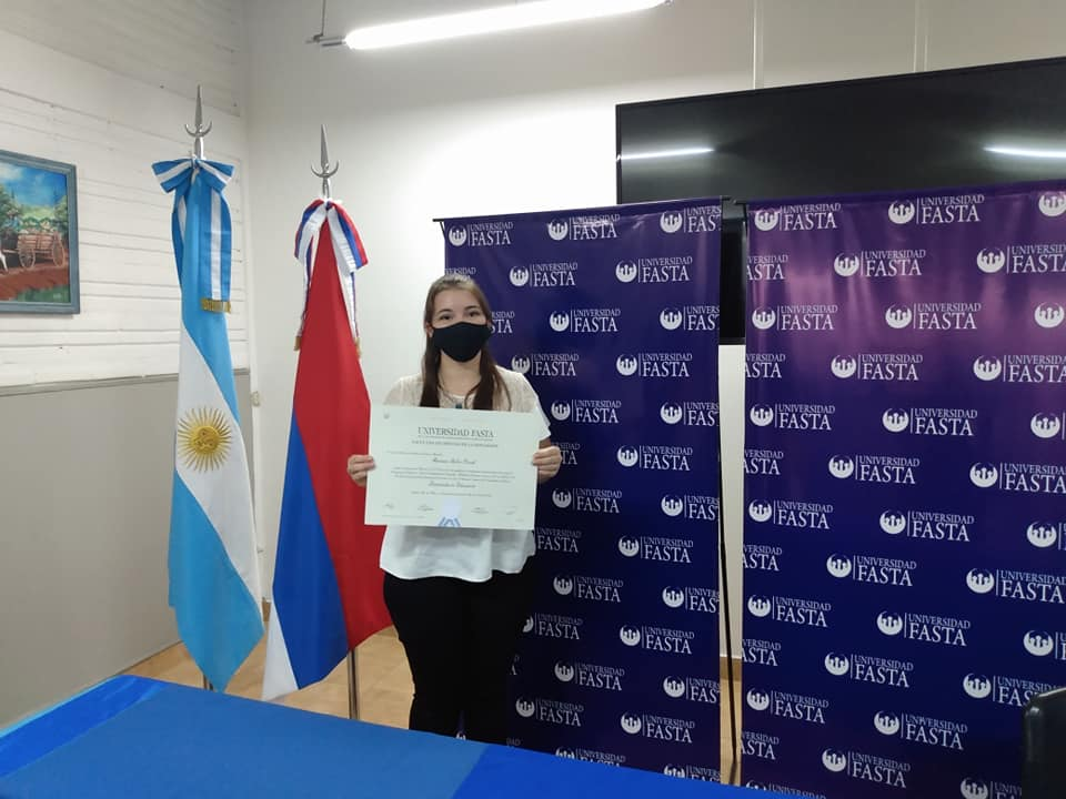 Una madre y sus dos hijas recibieron el título de Licenciadas en Educación por la Universidad Fasta