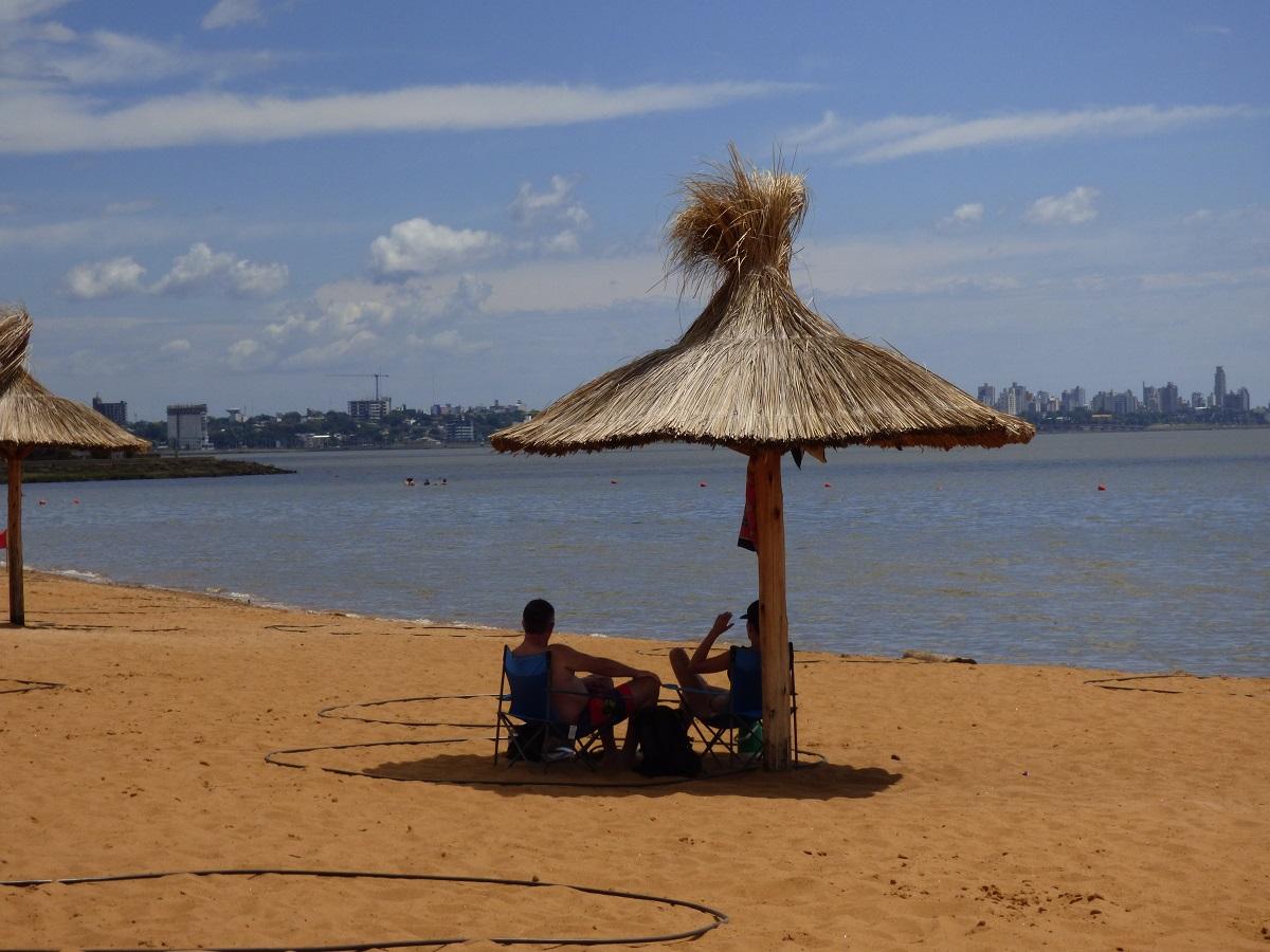 Domingo de carnaval: los balnearios de Posadas preparados para recibir a quienes buscan refrescarse de las altas temperaturas