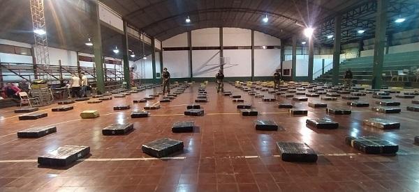 Megaoperativo en Corpus: Prefectura secuestró casi nueve toneladas de marihuana ocultas en un camión