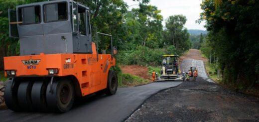 Vialidad de Misiones realiza el asfaltado de calles en Dos de Mayo
