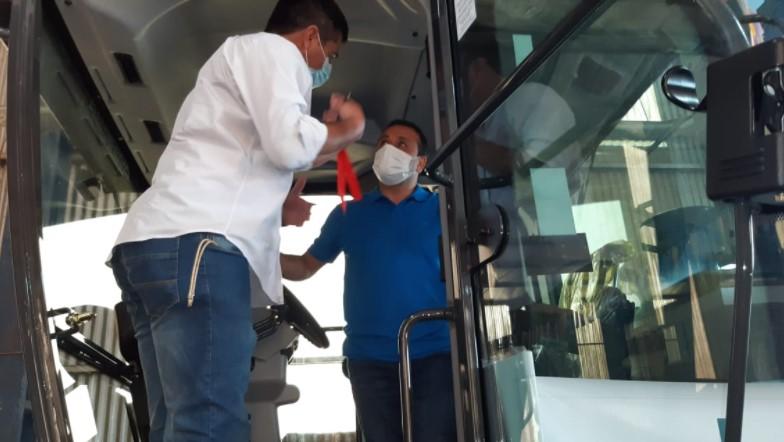 """Herrera Ahuad recorrió obras en Pozo Azul, entregó maquinaria vial y se refirió a la vuelta de las clases: """"Nosotros volveríamos en una modalidad dual sin que sea obligatoria"""""""