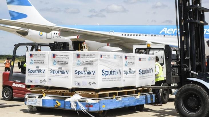 Llegó a la Argentina el avión de Aerolíneas con 400 mil vacunas Sputnik V