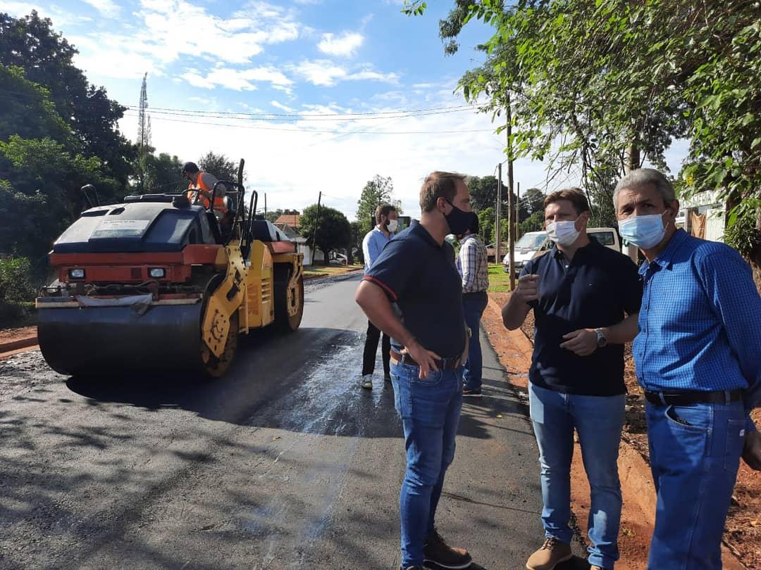 Vialidad Provincial ejecuta pavimentación urbana en Oberá