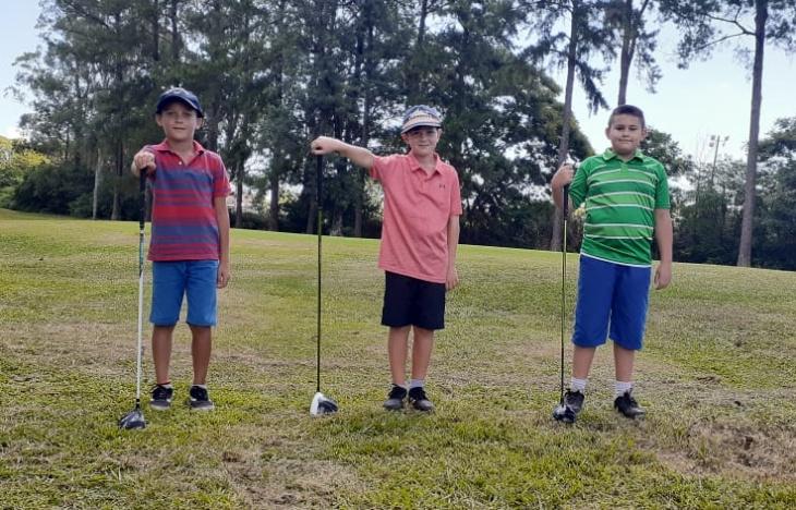 Los pequeños golfistas misioneros del Tacurú Social Club que compiten con otras provincias desde la virtualidad