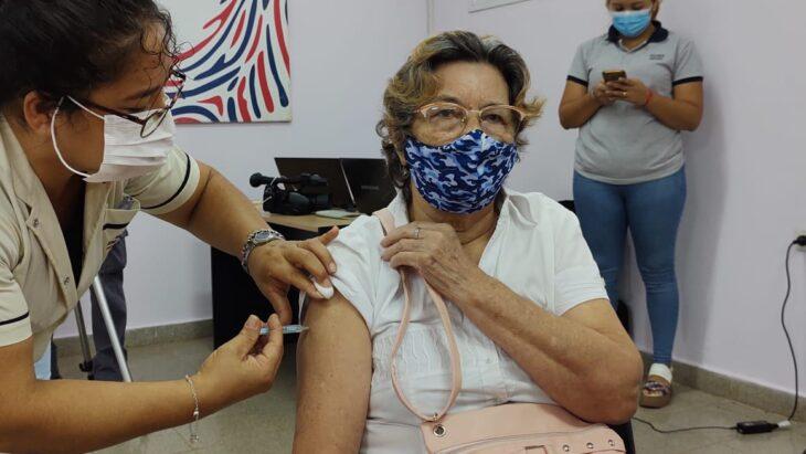 Misiones comenzó a vacunar contra el coronavirus a los adultos mayores de 75 años