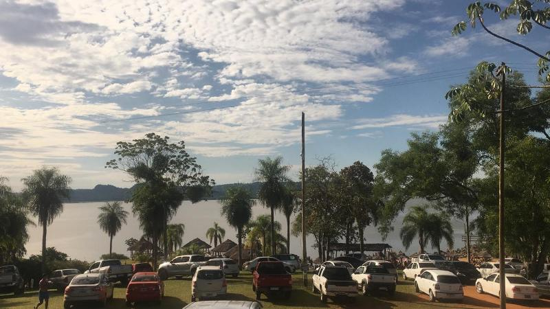 Así disfrutan los misioneros esta tarde soleada en las diferentes playas y piletas de la provincia